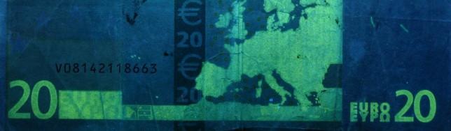 Anda que no luce el billete viejo con luz UV.